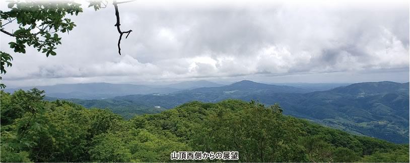 山頂西側からの展望