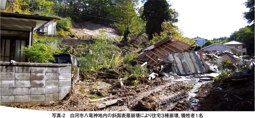 写真2 白河市八竜神地内の斜面表層崩壊により住宅3棟崩壊、犠牲者1名